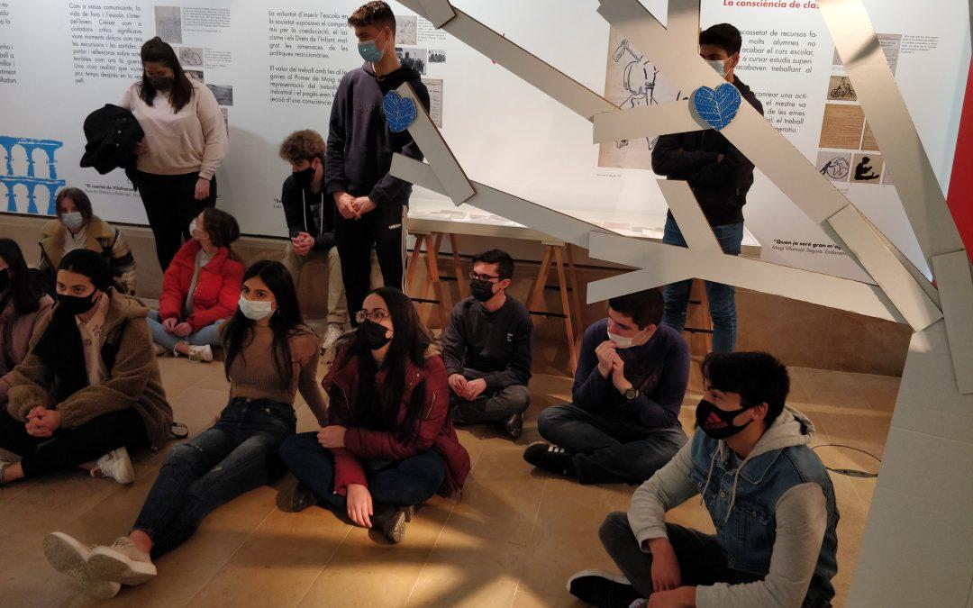 L'alumnat d'història vistia l'exposició de Freinet