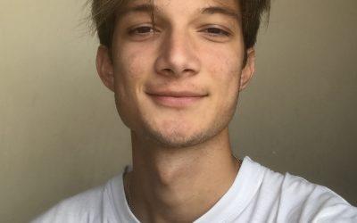 """""""És clau estimar el que fas, creure en les idees pròpies"""". Personatge Pau Esteve, ex alumne del Milà, estudiant del centre entre els anys 2016-18"""